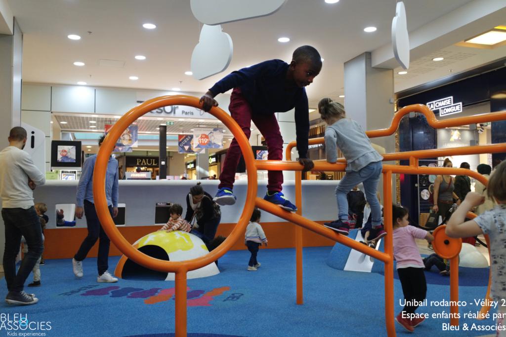 Velizy-2-Kids-airport-espace-enfants-bleu-et-associes-kids-experiences